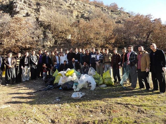 جمع آوری زباله در منطقه تفريحی ههلانی شهرستان جوانرود