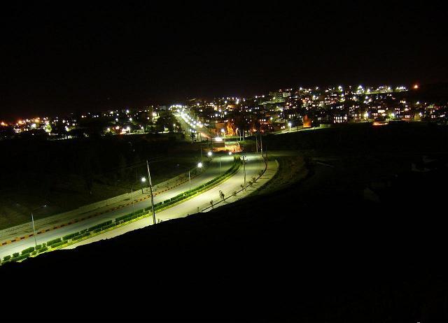 شهر قصر شیرین در شب