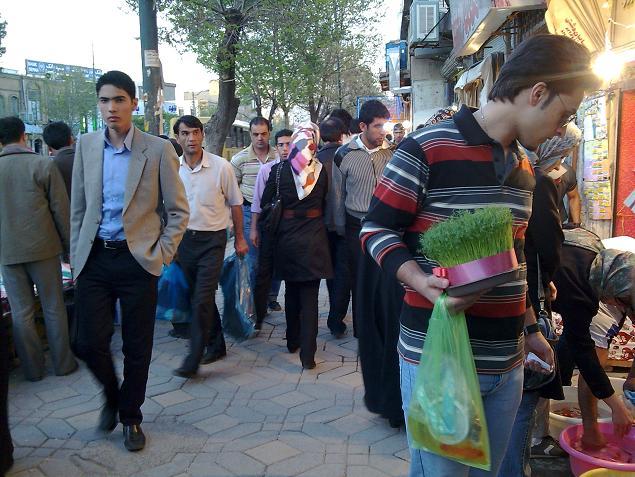 مردم در حال خرید برای عید نوروز 1389