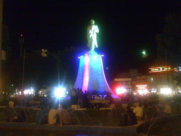 میدان فردوسی شهر کرمانشاه