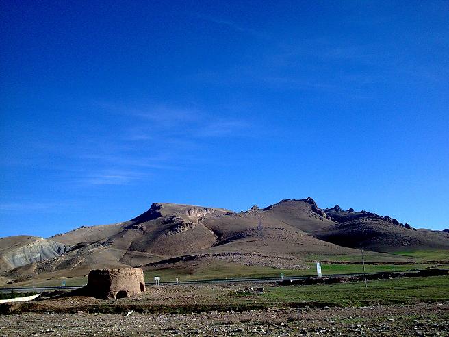 نمای بخشی از رشته کوه سفید در جنوب غربی شهر کرمانشاه